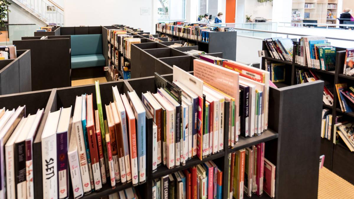 Boekenkast Voor Uitnodigend : Interieurbouwwerk project de cammeleur globalfacilities b.v.